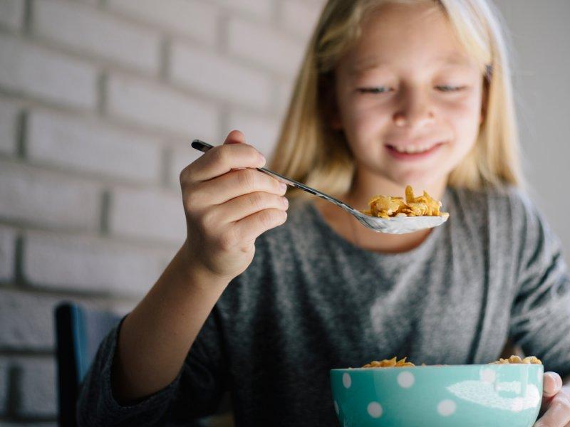 Пропускающие завтрак подростки чаще толстеют