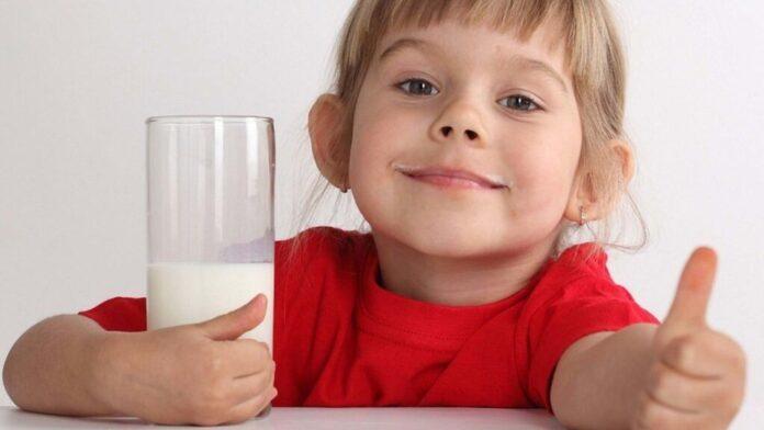 Ученые выяснили, почему вредно заставлять детей доедать всю еду