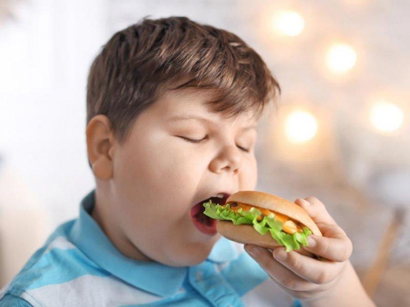 Когда родители работают долго, дети толстеют