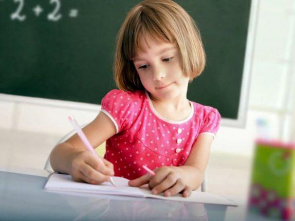 Врач: детям в младших классах не нужно пользоваться гелиевыми ручками