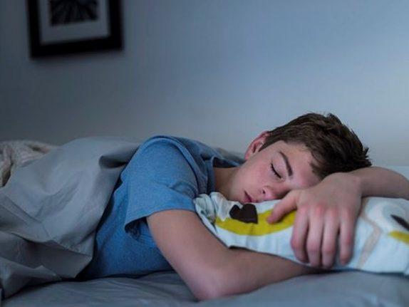 Учёные переустановили биологические часы спящих подростков