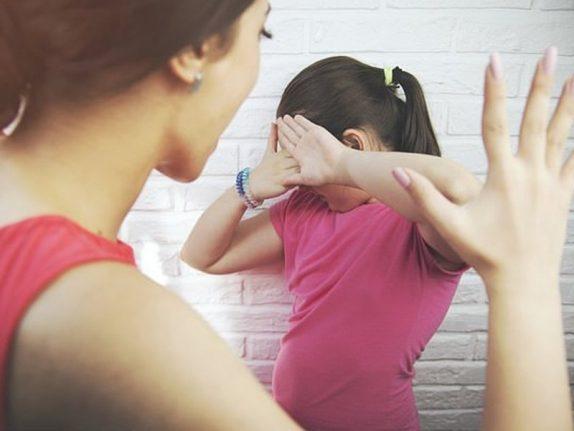 Еще в одной стране родителям запретили шлепать детей