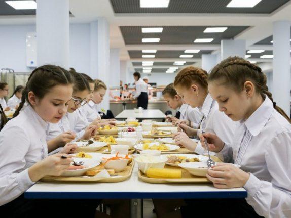 Школьников Ростовской области скоро начнут нормально кормить