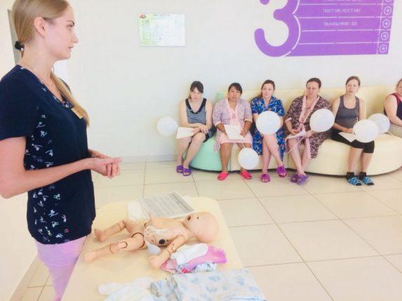 Школа для родителей недоношенных детей открылась в Петербурге