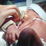 Найден способ предсказать смертельную болезнь малышей