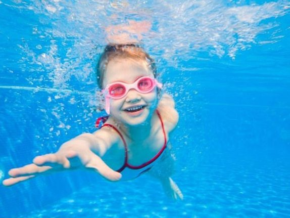 Детям после купания нельзя трясти головой