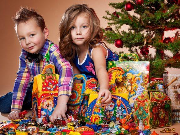 Как выбрать качественный сладкий подарок ребенку? Рассказывают эксперты