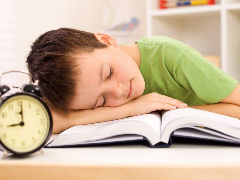 Ученые: 9 часов сна — необходимое условие для школьной успеваемости детей