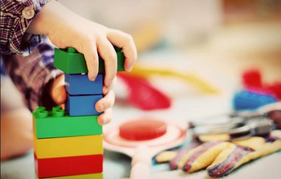 «Вырастешь человеком»: 8 мифов о воспитании, которым мы следовали долгие годы
