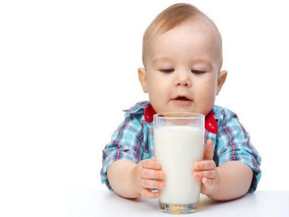 Нужно ли маленьким детям молоко