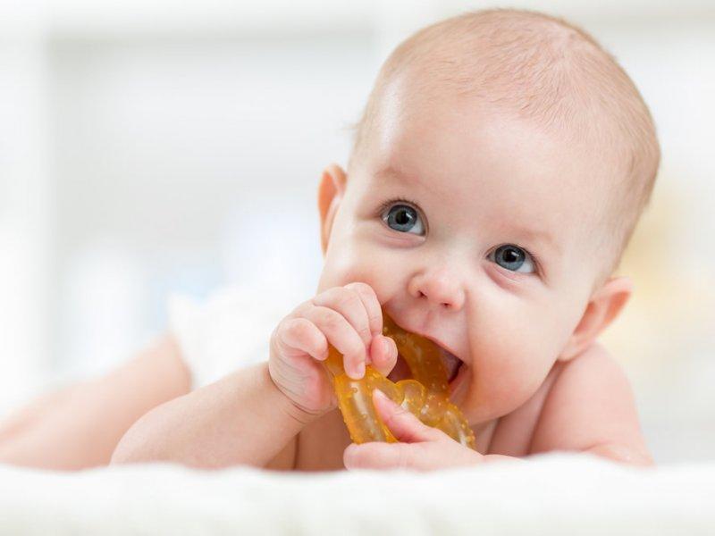Как помочь ребенку, у которого режутся зубы?