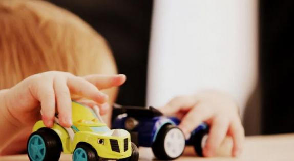 Медики рассказали, почему не стоит покупать детям много игрушек