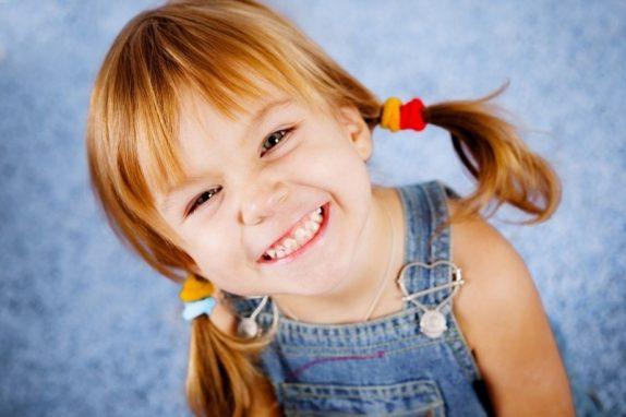 4 привычки, которые могут испортить зубы ребенка на всю жизнь