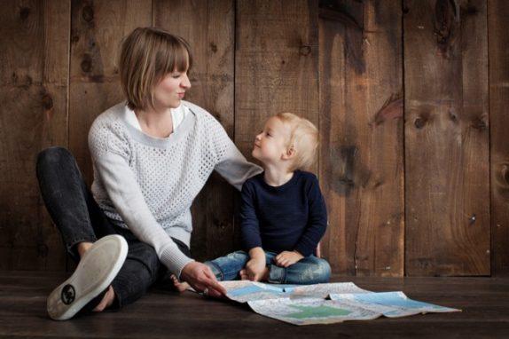 Почему важно научить детей любви к себе и как это сделать: советы психолога