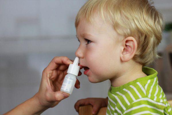 Промывание носа ребенку. Какие есть хитрости?
