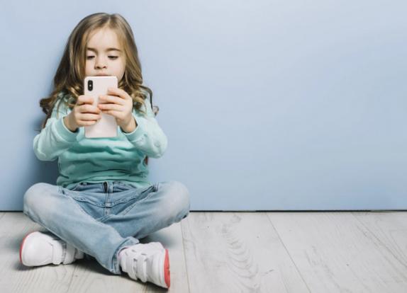 Эксперты: гаджеты приводят к появлению симптомов аутизма у детей