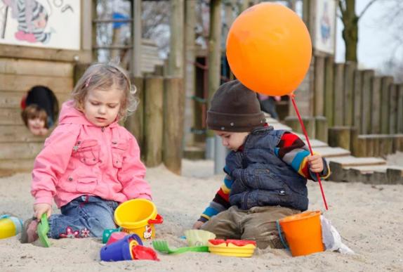 Как себя вести на детской площадке