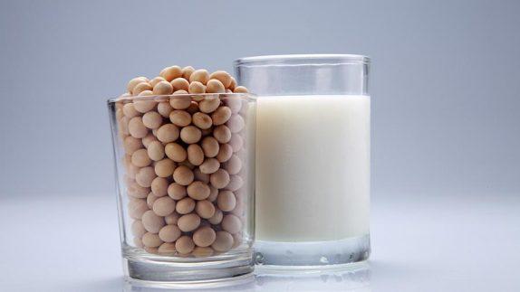 Детям нельзя давать растительное молоко
