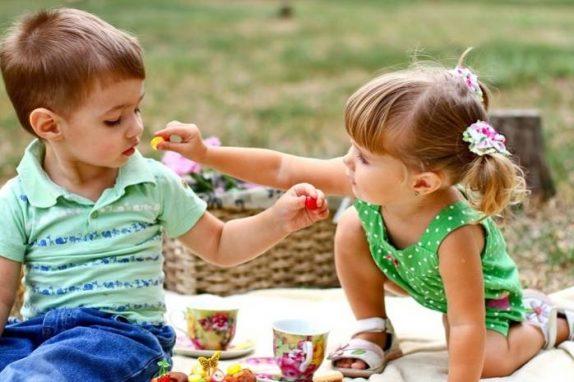 Врачи назвали безопасную норму сахара для детей