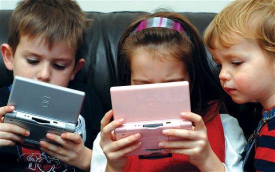 Мобильные устройства вызывают у детей ломку
