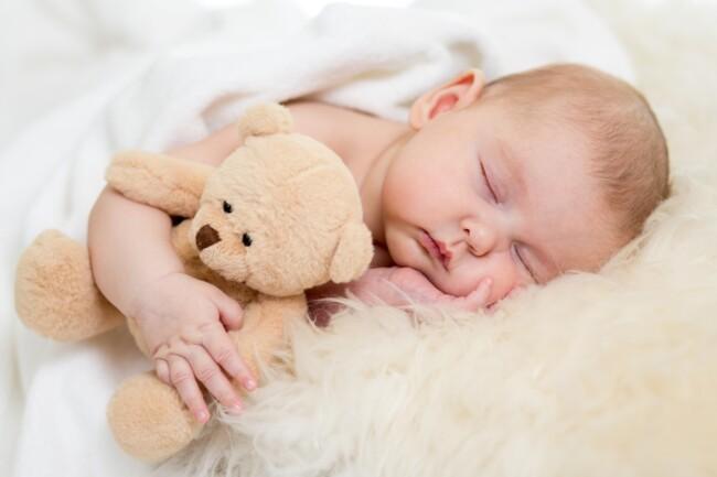 Когда лучше укладывать ребенка спать: совет педиатра