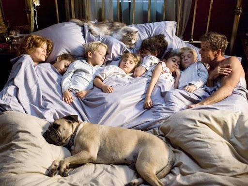 Стоит ли детям спать с родителями?