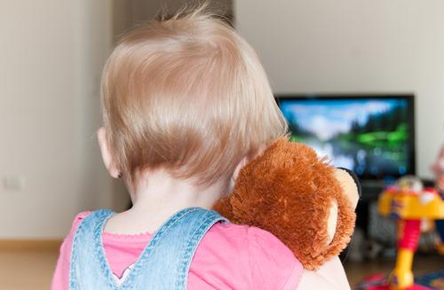Сколько мультиков можно смотреть ребенку на карантине: психолог дала ответ
