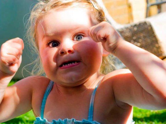 20 детских привычек, которые нервируют и раздражают