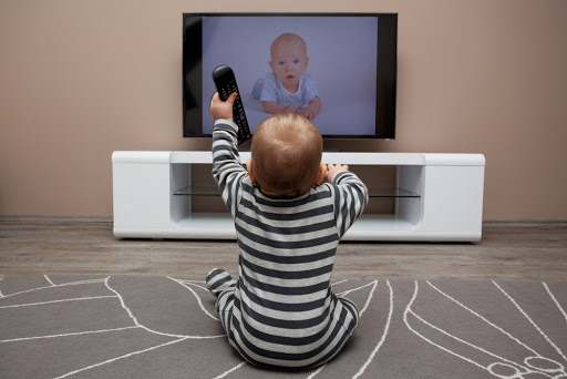 Сколько ребенку можно разрешать смотреть телевизор
