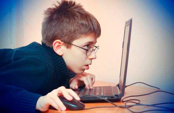 Как уберечь зрение детей в самоизоляции