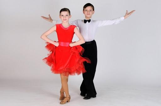 Стоит ли отдавать ребенка на спортивные бальные танцы: особенности и плюсы занятий