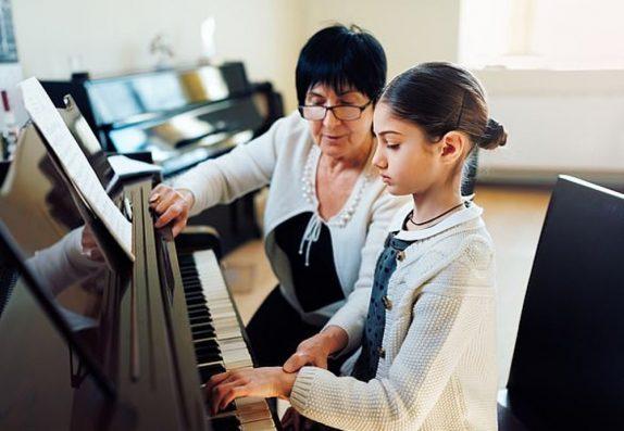 Уроки музыки не делают детей умнее