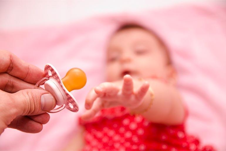 7 причин отучить ребенка от пустышки