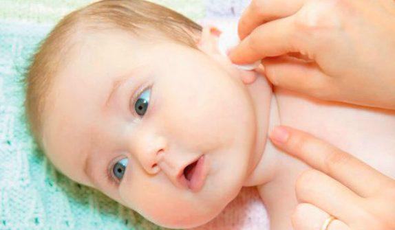 Уход за ушами новорожденного ребенка