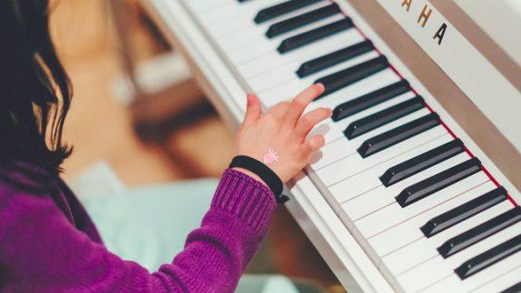 Занятия музыкой могут улучшать внимание и рабочую память у детей – исследование