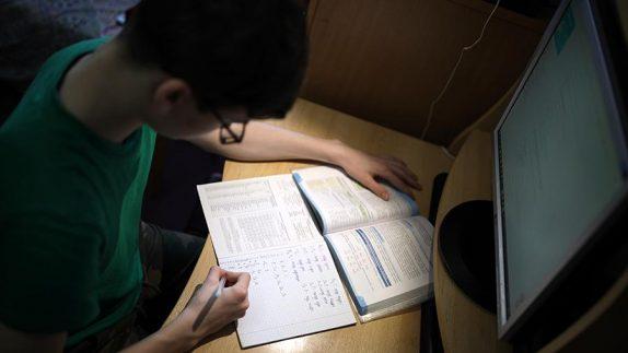 В Москве продлили дистанционное обучение в школах