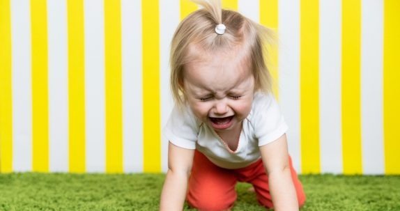 Психологи рассказали, что делать, если ребенок слишком часто плачет