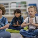 Медики рассказали о пользе медитации для психического здоровья детей