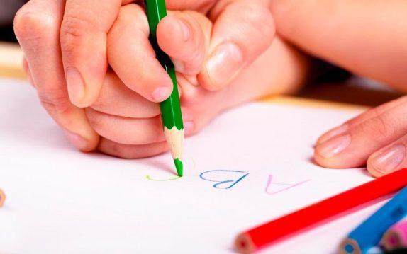 Как уговорить маленького человека взять в руки карандаш