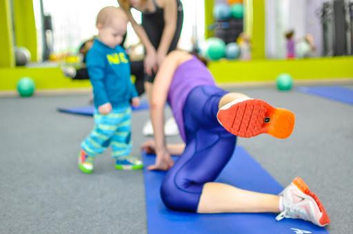Что делать, если не с кем оставить ребенка на время тренировки