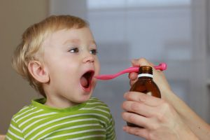 Особенности применения лекарств у детей: информация для родителей
