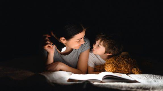Ученые рассказали, как правильно укладывать детей спать