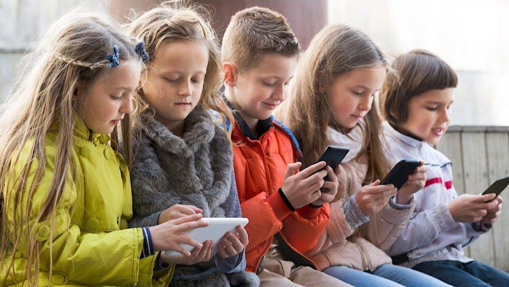 Как уберечь ребенка от опасности: важно знать каждому родителю