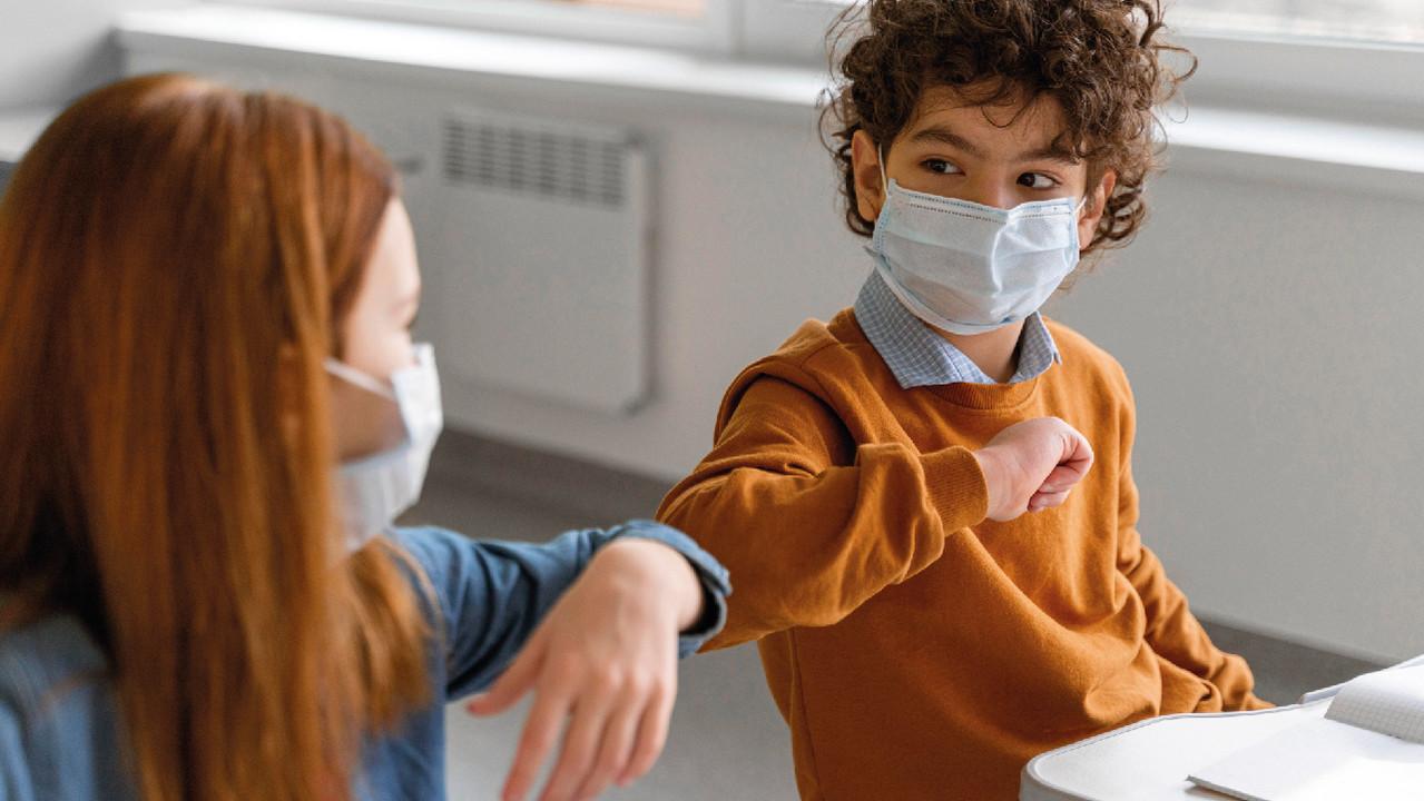 У привитых от гриппа и пневмококка детей реже появляются симптомы COVID-19 — исследование