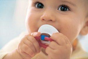 Соска-пустышка: пользуемся без вреда для малыша
