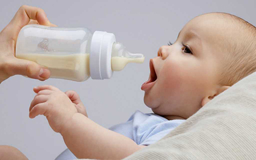 Как выбрать правильную бутылочку для кормления: полезные советы