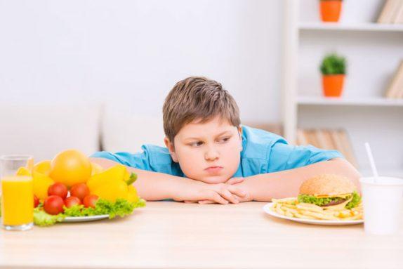 Невролог рассказал, каким должно быть питание подростка для гармоничного развития