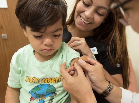 Детей пока не будут вакцинировать от коронавируса