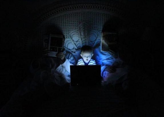 Интернет нравится детям больше игр с друзьями