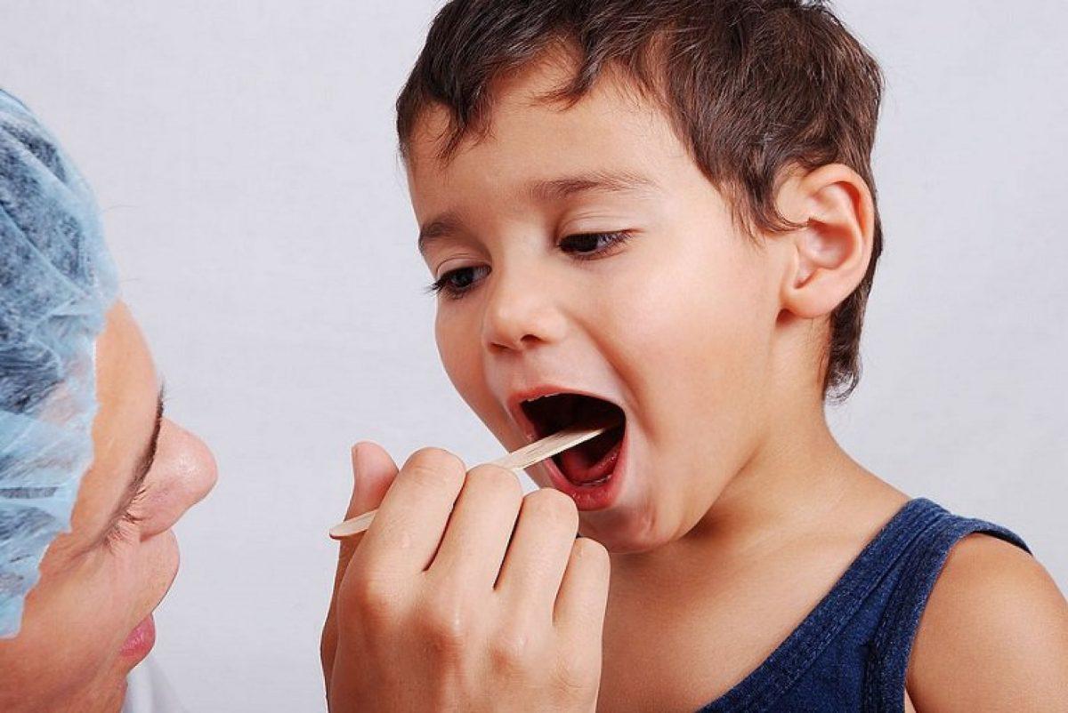 Можно ли определить ларингит и ангину у ребенка?